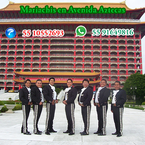 Mariachis en Avenida Aztecas